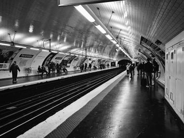 Metro Pyramides bw